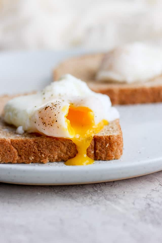 Poached egg on a whole wheat toast