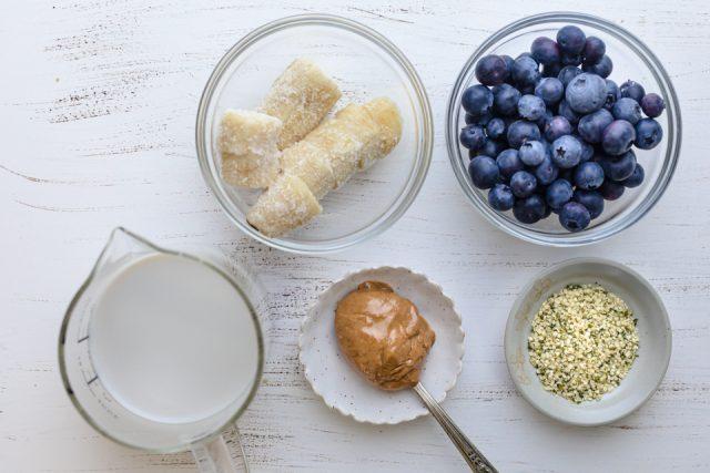 Ingredients to make the recipe: blueberries, bananas, hemp seeds, milk, almond butter