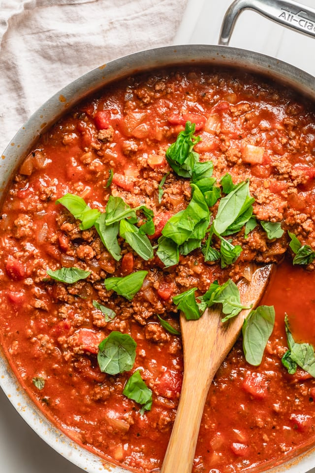 Bolognese sauce with fresh basil