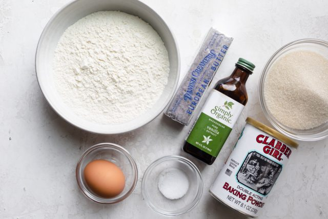 Sugar cookie crust ingredients: flour, egg, butter, sugar, vanilla extract, baking powder, baking soda