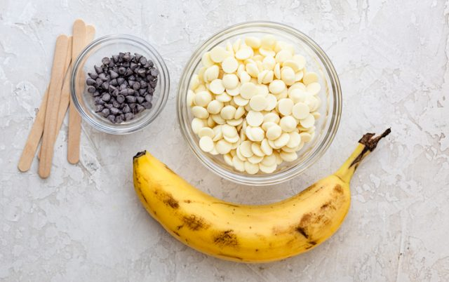 Ingredients to make Frozen Boo-nana Pops