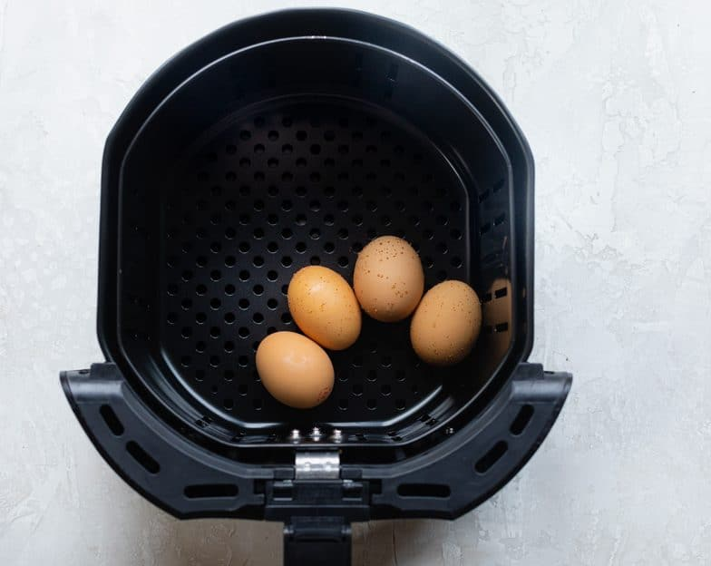 4 eggs in air fryer basket
