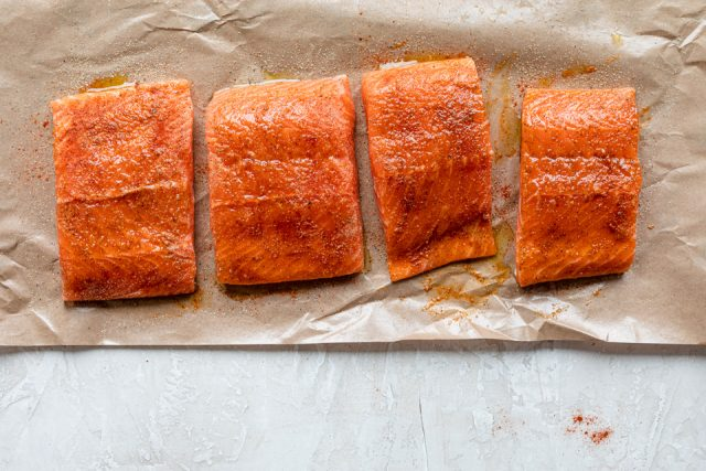 Seasoned salmon fillets to cook
