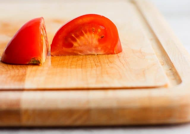 How to cut tomato wedges