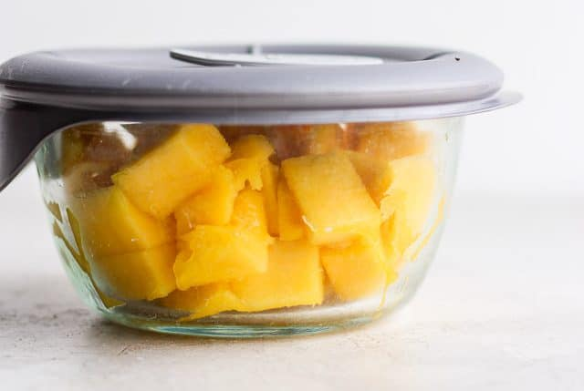 storing cut mango in airtight container