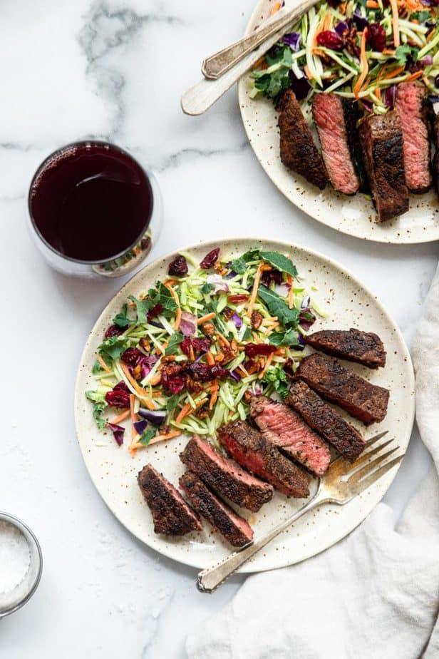 Coffee rubs steak with salad