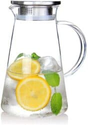 Glass pitcher with lid for lemonade