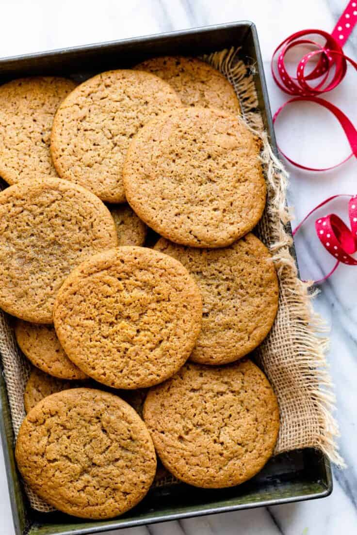 Small tin of cardamom spiced cookies
