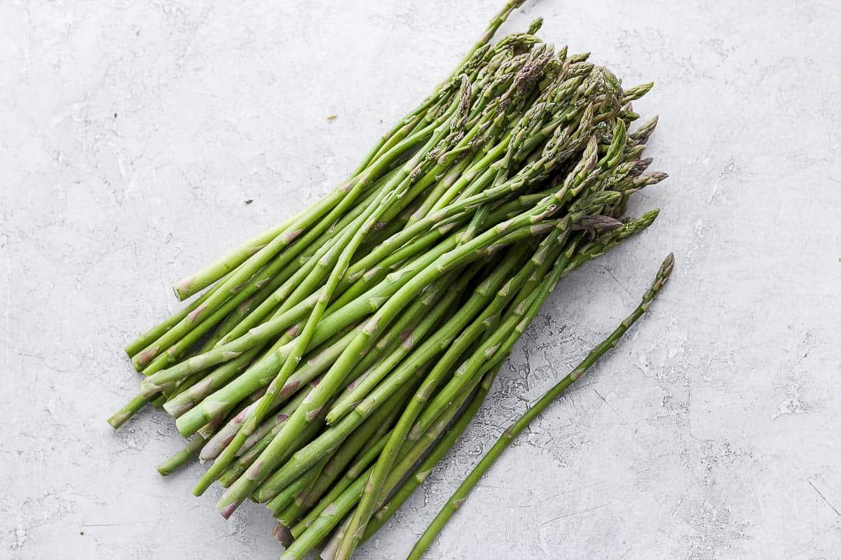 Raw asparagus bunch