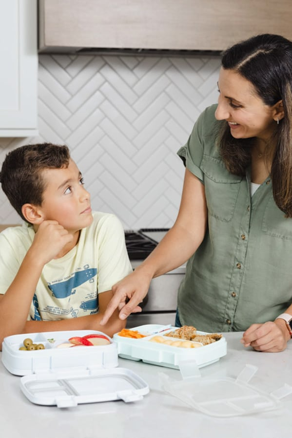 Featured image for how to encourage kids to make their own lunches